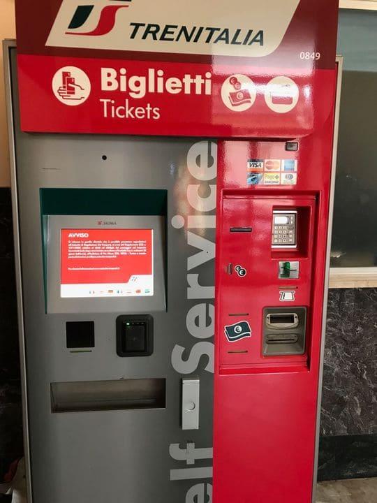 Maquina tickets trem Italia